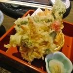 割烹 福久 - 桜海老のかき揚げと春野菜の天ぷら