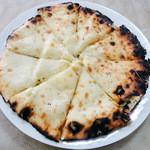 カマナ - チーズナン