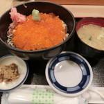 25568987 - いくら・鮭丼1050円