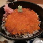 25568989 - いくら・鮭丼1050円