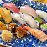 お寿司のお持ち帰り、出前もあります。