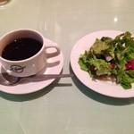 25575812 - ランチセットのサラダとホットコーヒー。飲み物はおかわり自由!