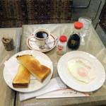 栞 - モーニングトーストセット400円+目玉焼き50円