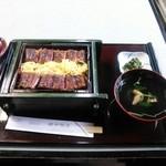 田中鰻屋 - 蒸籠蒸し 特(真ん中のランクです)
