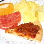 アスター - フルーツ 2皿目 + ピザ