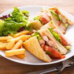 ブリュセレンシスカフェ - 海老とアボガドトマトのサンドイッチ