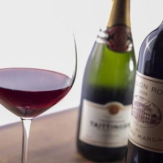 シニアソムリエがいるので、料理とよく合うワインも教えてくれる