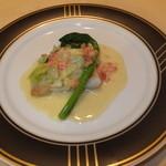 25583593 - ランチB 2300円 の本日の魚料理 サメガレイのブールブランソース 【 2014年3月 】