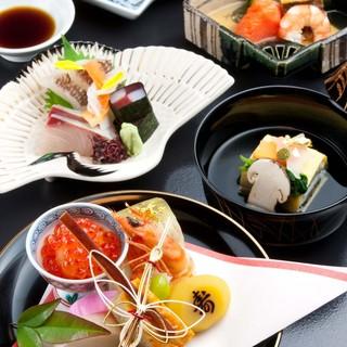 旬食材の持つ色、形、香り、味を重んじて生かした懐石料理