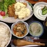 でんでんでん - チキン南蛮定食(1200):このひの小鉢は挽肉タップリの麻婆豆腐