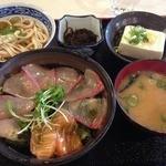 25587369 - 海鮮丼定食(700円)