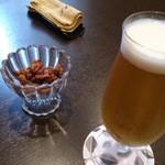 25587863 - 生ビールはキリン一番搾り ¥480。クルミの飴炊き付き