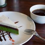 25594851 - 紅茶、抹茶のチーズケーキ