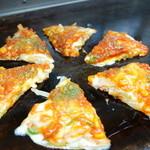 祇園ねぎ焼 かな - 特製かなピザ