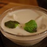 25598664 - ココナッツミルクともち米団子