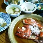 圓遊 - 金目鯛の煮付け定食1942円、お通し