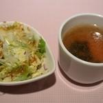 ステーキハウス牛和鹿 - セットのサラダとスープ