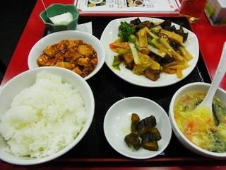 永利 西口店 - 2014年3月 日替わりランチ 豚の角煮と野菜炒め