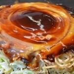 鶴橋風月 - 牛肉玉 モダン焼き 1110円。
