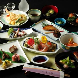 日本の伝統を紡ぐ、旬を活かす懐石料理をご堪能ください