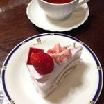 25613568 - 桜のショートケーキ