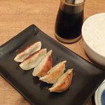 花畑丸福 - セットの餃子と半ライス