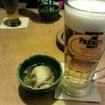 25615984 - 生ビールとお通し。お通し、めちゃウマ!