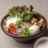 半熟卵と生ハム、パルミジャーノ・レッジャーノのシーザーサラダ
