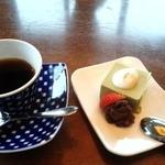 25620813 - デザートの抹茶ババロアの自家製餡子添え。ランチコーヒー付き