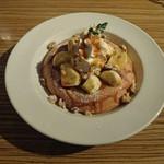 アネア カフェ - バナナとクルミのパンケーキ