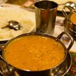 タージュ - ダールタルカ(インド豆のカレー)