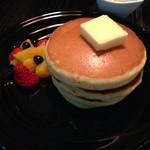 24/7 coffee&roaster - ホットケーキ  果物添え