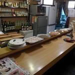 寿々喜 - カウンターに大皿料理