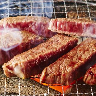 厳選宮崎牛の旨みを、七輪の炭火でギュッと閉じ込める