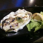 レ リーサ 笑顔 - 生牡蠣をオリーブオイルとバジルで