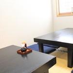 季節料理とすしの店 はる - 内観写真:8人まで座れるお座敷も御用意しております。