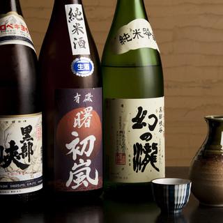 富山の地酒を中心に有名銘柄を多数取り揃え。