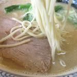 沖縄宮古島ラーメン 天晴 - 塩ラーメンの麺(細麺)
