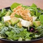 点 - 豆腐とアボカドのヴィーガンサラダ