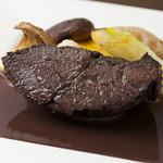 上質な旨味たっぷり『和牛ホホ肉のブラサート(赤ワイン煮)』