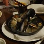ZAPPA - 浅利とムール貝の白ワイン蒸し