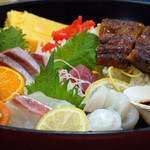 出雲屋 - 郷土のお刺身とうなぎの丼です