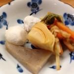 とんかつ 安右衛門 - 里芋と筍 ウドのキンピラ