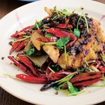 中国菜 橙 - 鶏手羽の山椒唐辛子炒め(890円)