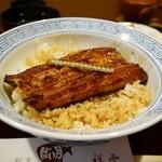 割烹 ばい月 - うな丼 2362円。