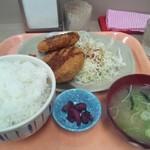 駒門パーキングエリア(上り線) スナックコーナー - メンコロ(メンチカツ・コロッケ)定食。ご飯の大盛り可能。