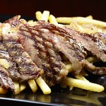 ガウディの舌 - 牛リブロースのステーキはポテトフライもたっぷり