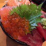 魚の旨い店 - 四色丼830円