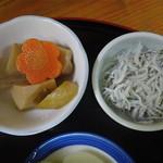 海鮮食堂 中じま - 煮物と生シラス