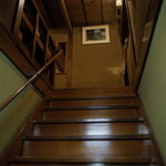 いし橋 - 2Fへの階段 もともと旅館でしょうか?